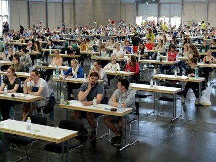 Allein in Wien traten 5.000 angehende Medizinstudenten zum Test an.