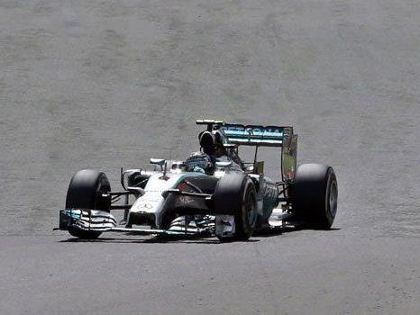 Lewis Hamilton gewinnt einen turbulenten F1-GP in Silverstone und macht die WM wieder spannend.