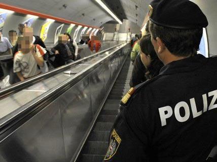 Beamte der Bereitschaftseinheit sind im Netz der Wiener Linien unterwegs.