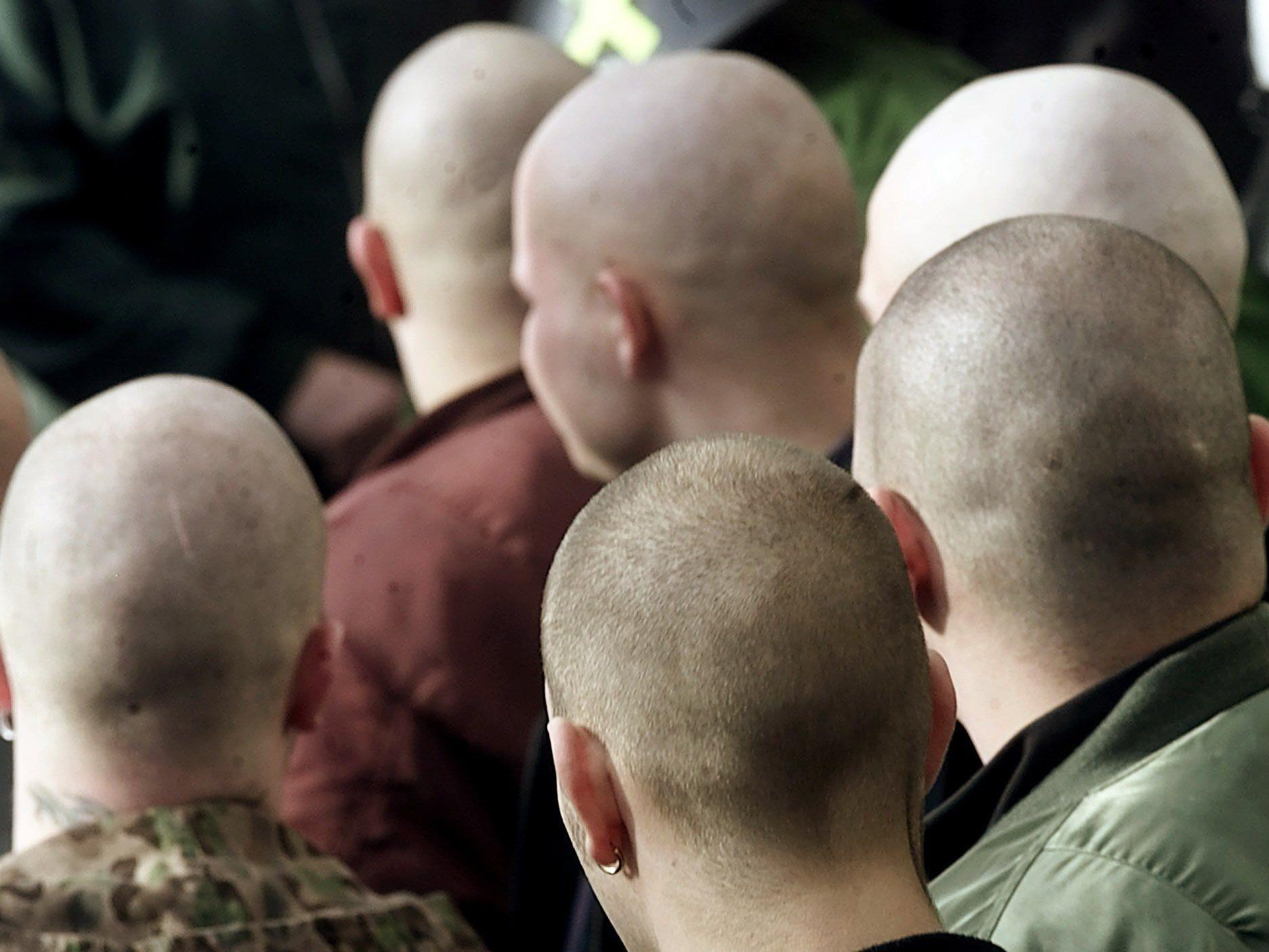 Aufmärsche von glatzköpigen Neonazis sieht man in Vorarlberg nur noch selten. Die Rechtsextremen gehen heute subtiler vor und nutzen entsprechende Symbolik oder Kleidung.