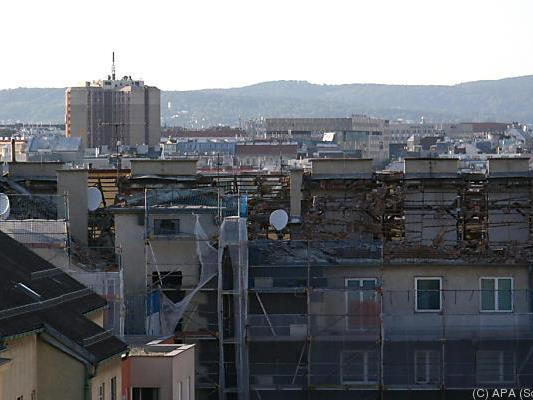 Das Hausdach wurde durch die Explosion angehoben