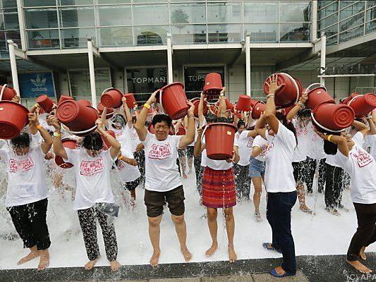 """Teilnehmer an """"Ice Bucket Challenge"""" in Thailand"""