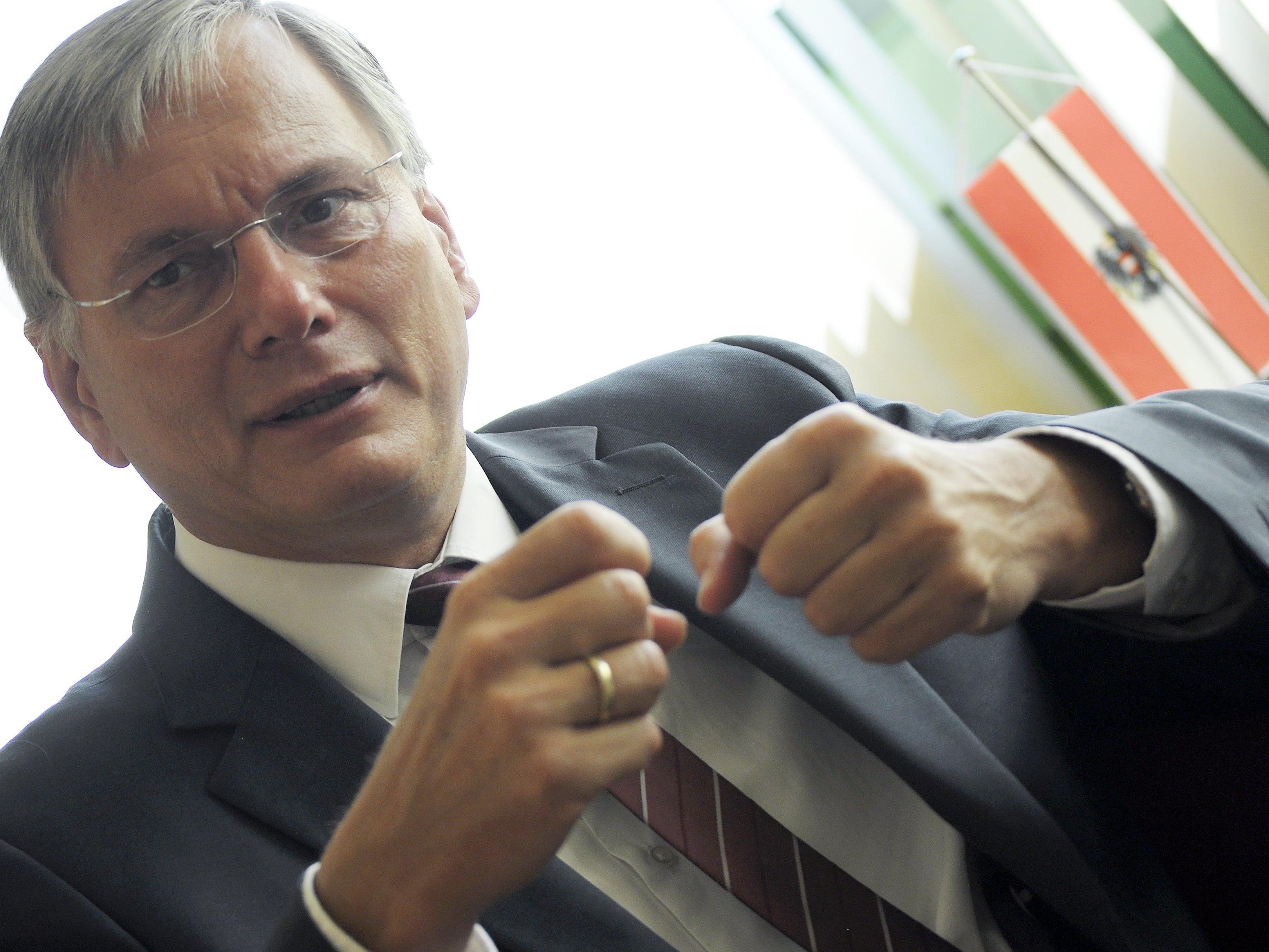 Gesundheitsminister Alois Stöger (SPÖ) drängt auf rauchfreie Lokale