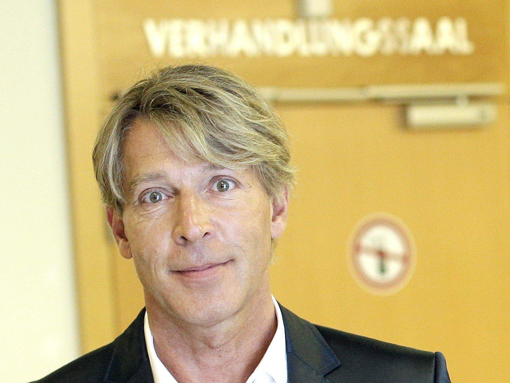 """Dominic Heinzl zieht nach der Prügel-Affäre gegen Sido erneut gegen """"News"""" vor Gericht."""