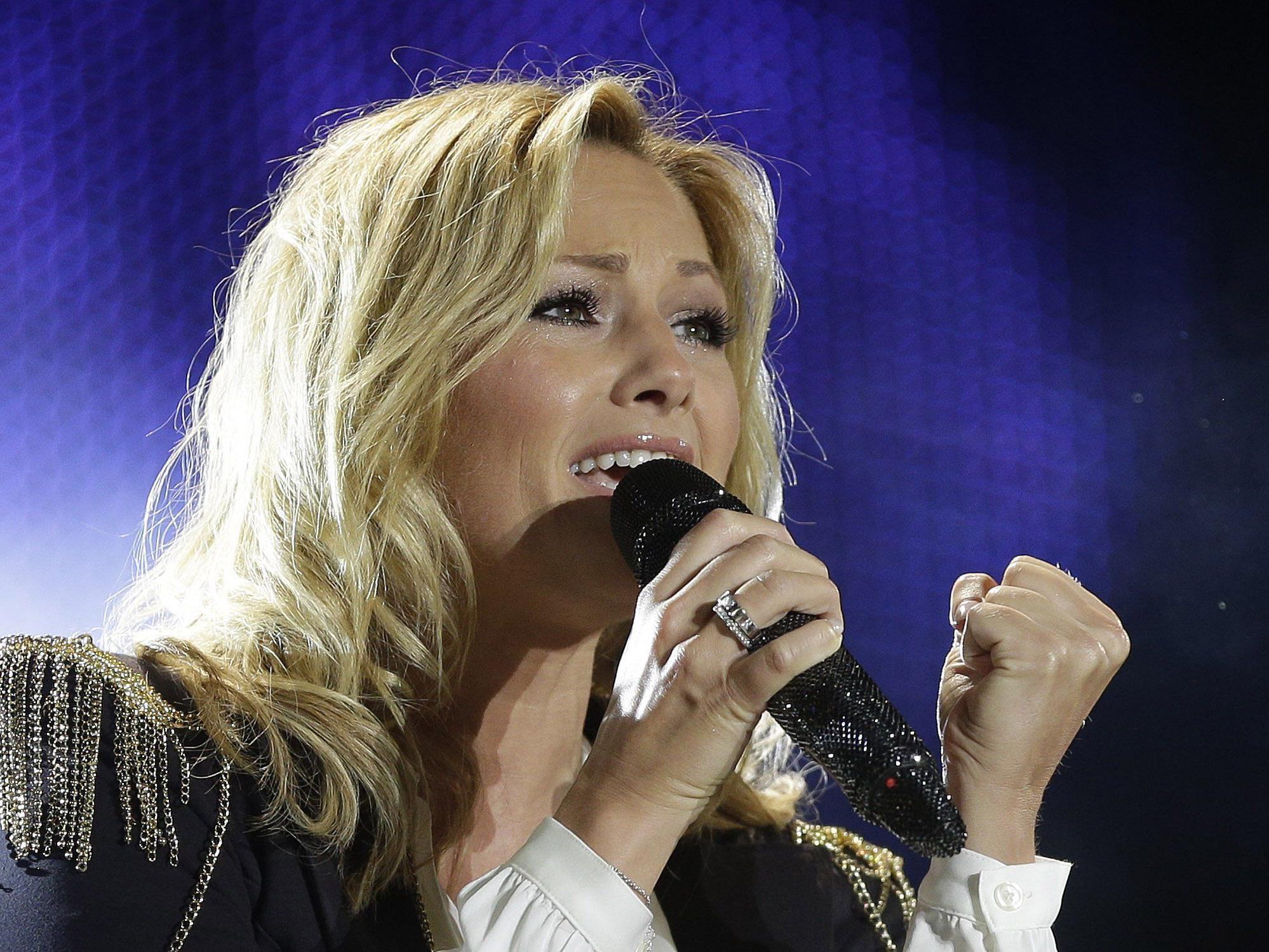 Burgenländer wirft Sängerin vor, Behinderte ausgelacht zu haben.
