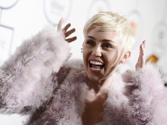 """Wer Miley Cyrus daten will muss erst einen """"Liebesvertrag"""" unterschreiben."""