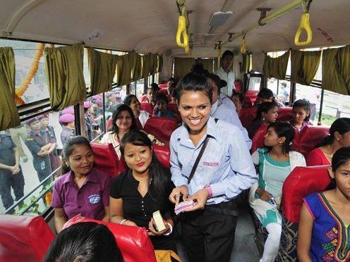 In Indien gibt es Busse die nur für Frauen zugelassen sind. Ein Shooting, das nun eine Vergewaltigung in einem Indischen Bus nachstellt sorgt für Aufregung.