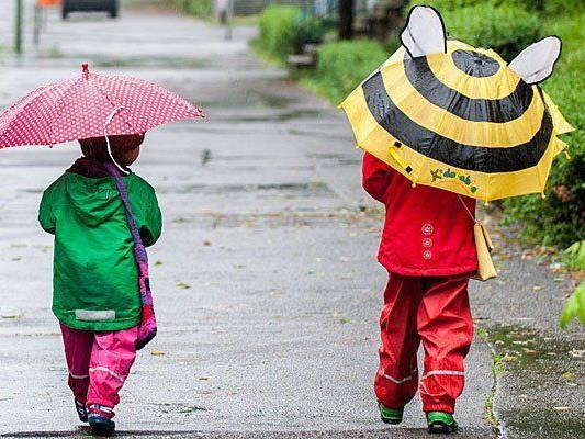Viele Taferlklassler werden den Schulweg im Regen bestreiten müssen