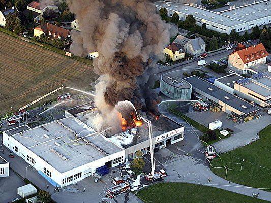 Feuer beim Reifenhändler im Gewerbepark in St. Valentin (Bezirk Amstetten)