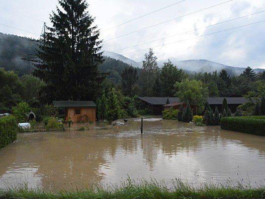 In verschiedenen Teilen Niederösterreichs kam es zu Überflutungen - hier etwa im Bezirk Neunkirchen