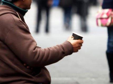 Jahrelang ist ein 34-Jähriger in Wien zum Betteln gezwungen worden.