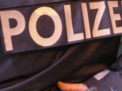 Der Polizist kassierte Bisswunden am Arm.