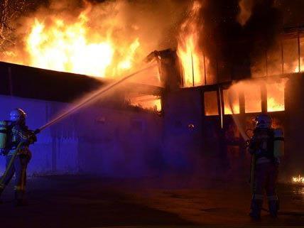 Die Ursache des Brandes in Vösendorf steht noch nicht fest.