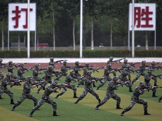 Die chinesischen Soldaten beginnen ihre militärische Ausbildung oft schon im Kindesalter