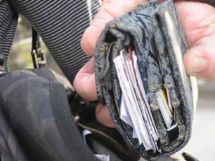 Mehr als 100 Taschendiebstähle in vier Monaten: Duo verhaftet