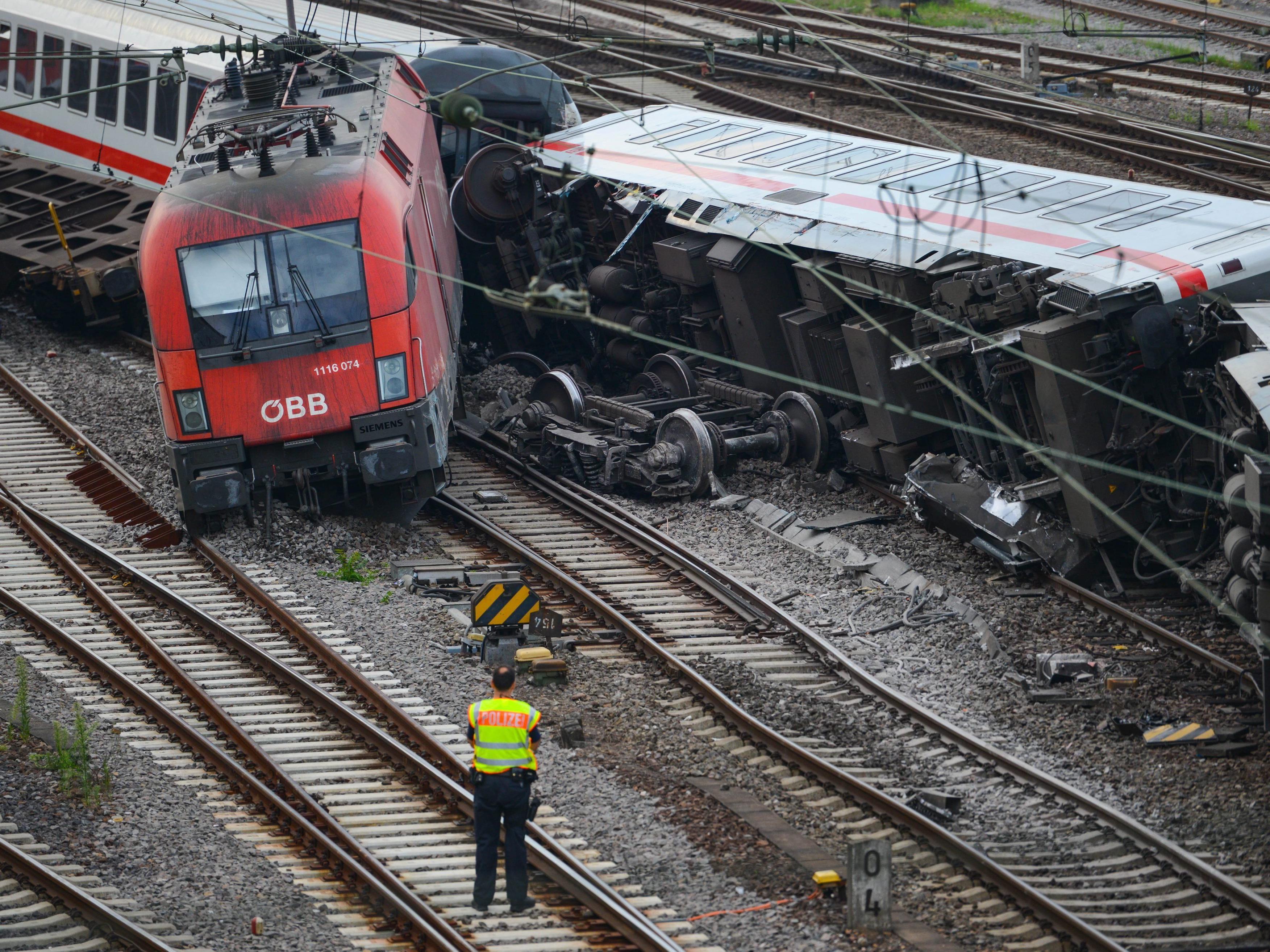 Zugsunglück in Mannheim fordert etliche Verletzte.