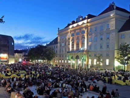 Auch im Wiener MQ werden die Teletext-Bilder gezeigt.