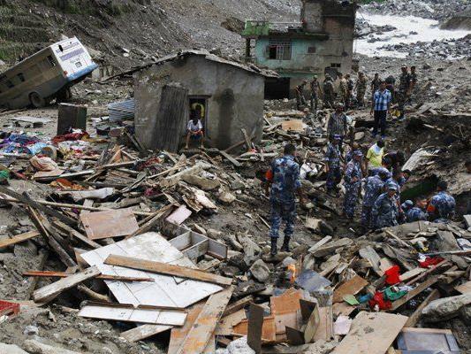 Der Erdrutsch hatte ein Dorf unter sich begraben.