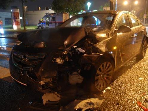 Ein Alkolenker verursachte einen Unfall in Wien-Liesing und flüchtete.