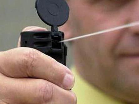 Mit einem Pfefferspray stoppten Polizisten einen Randalierer