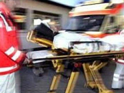 Sieben Personen wurden am Samstag bei einem Unfall auf der B17 verletzt.