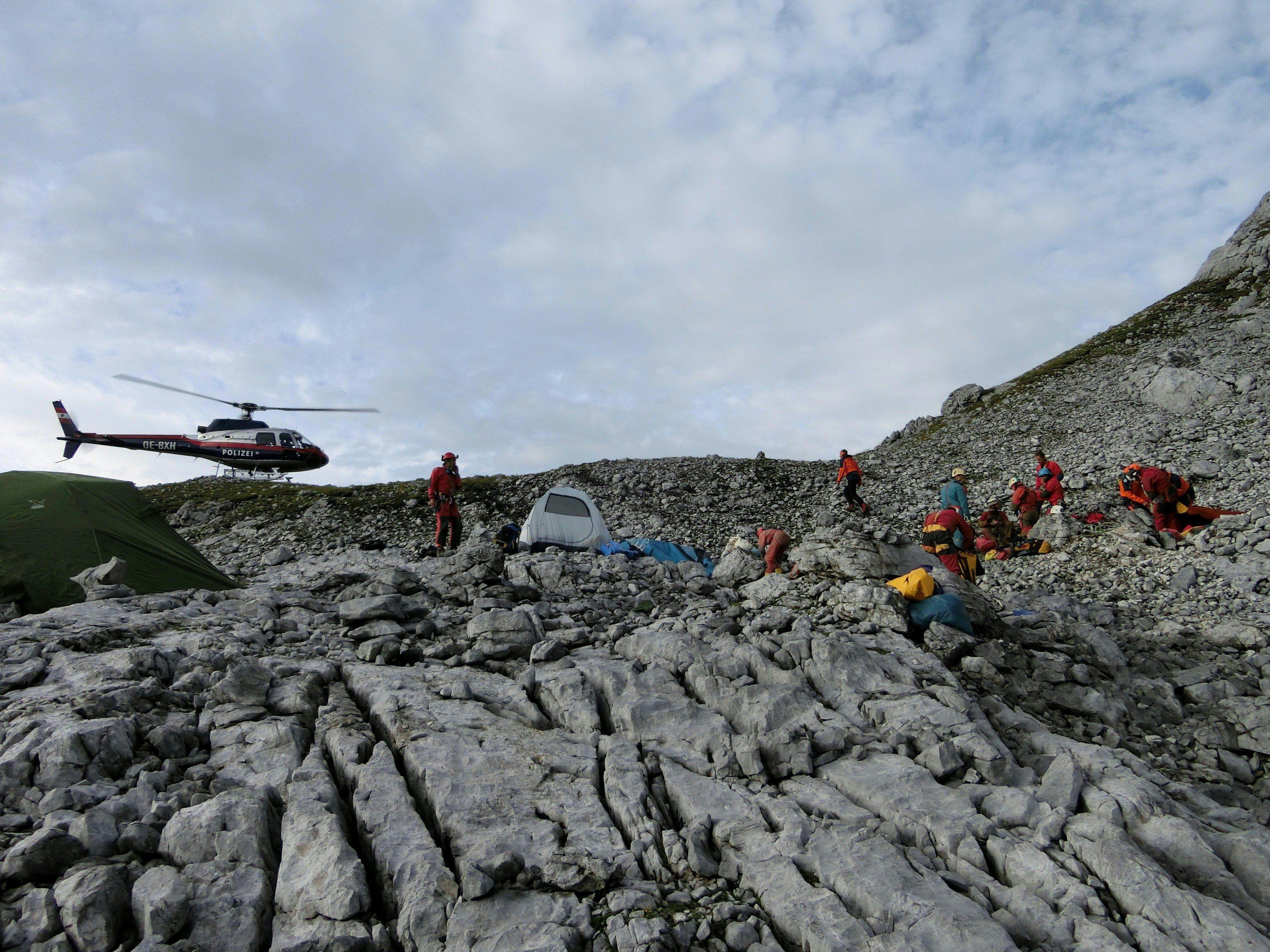 Verunglückter Höhlenforscher aus Salzburger Jack-Daniel's-Höhle geborgen und ins Spital geflogen.
