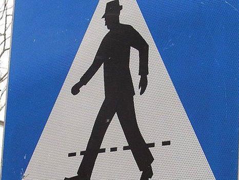 Der junge Mann wurde am Schutzweg angefahren.