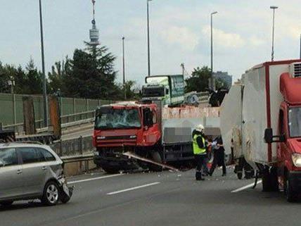 13 Personen wurden bei dem Unfall am Donnerstag verletzt.