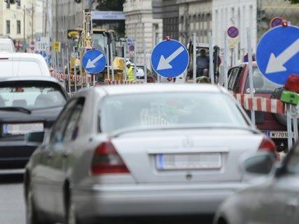 Baustellen und Sperren sorgen für Verkehrsbehinderungen in Wien.