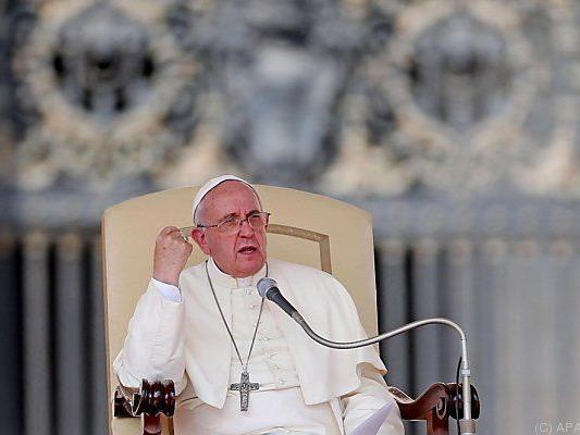 Der Papst besucht die EU-Abgeordneten