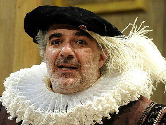 """Michael Niavarani als """"William Forrest"""" während der Fotoprobe von """"Die unglaubliche Tragödie von Richard III."""""""