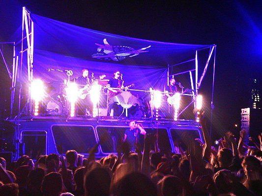 Kraftklub begeisterten beim Gratis-Konzert in Wien ihre Fans.