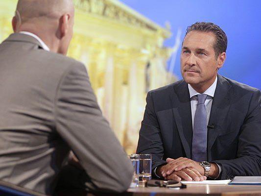Beim ORF-Sommergespräch: Moderator Peter Resetarits (L) und FPÖ-Bundesparteiobmann Heinz Christian Strache