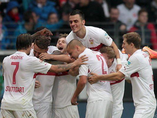 Stuttgarter feiern 5:4-Erfolg in Frankfurt