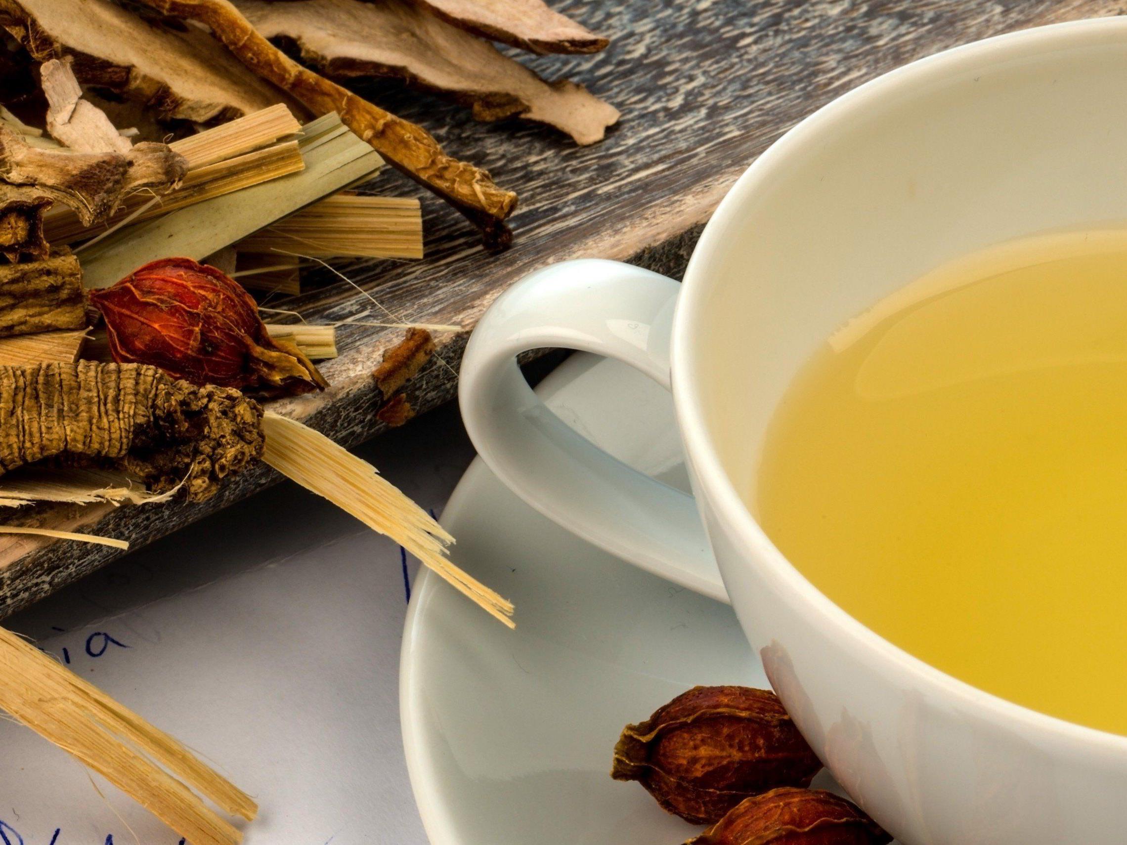 Tee als Allheilmittel: So wirken sich folgende Kräuter auf unsere Gesundheit aus.
