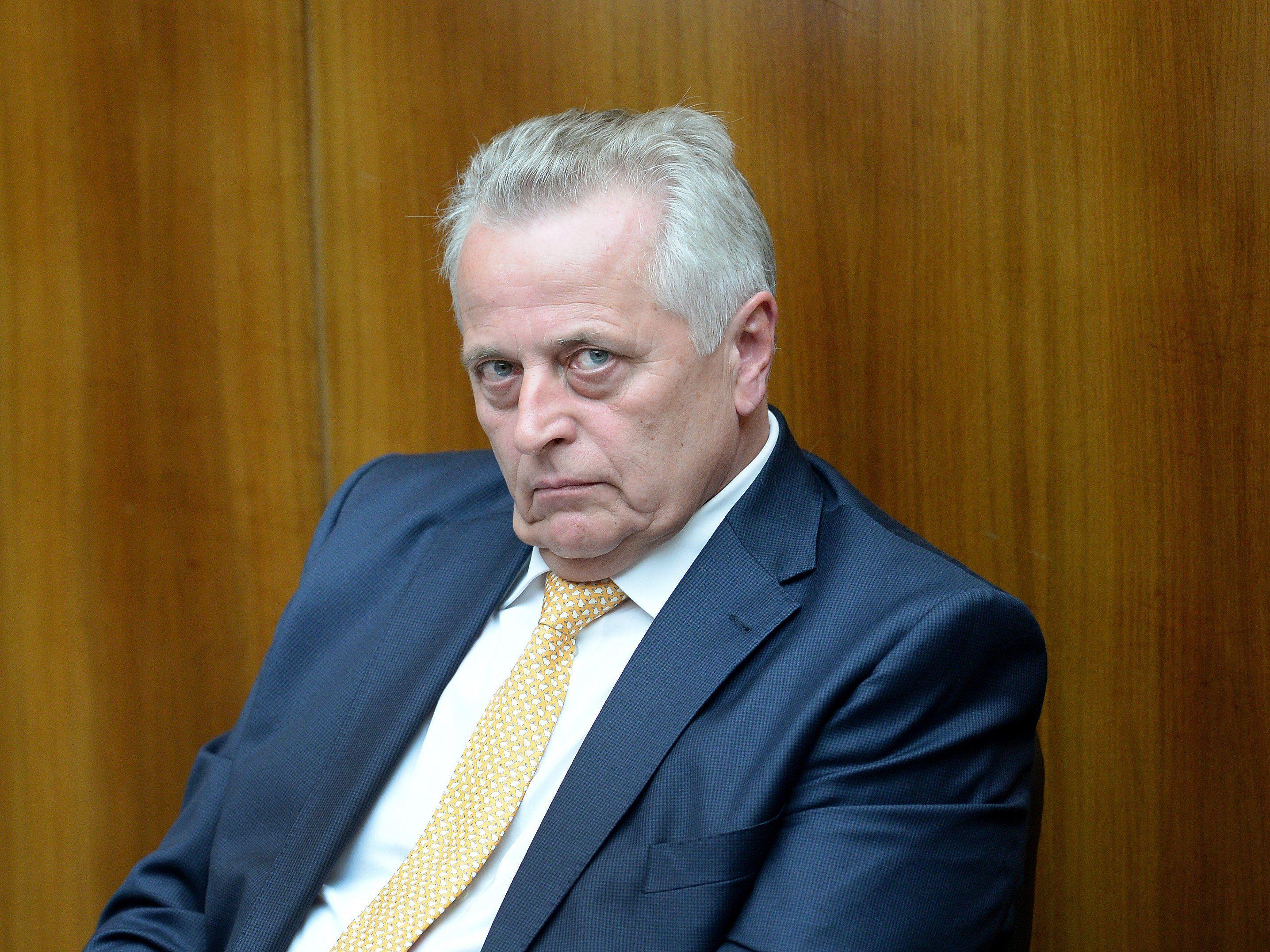 Sozialminister Hundstofer erntet Kritik für sein Vorhaben