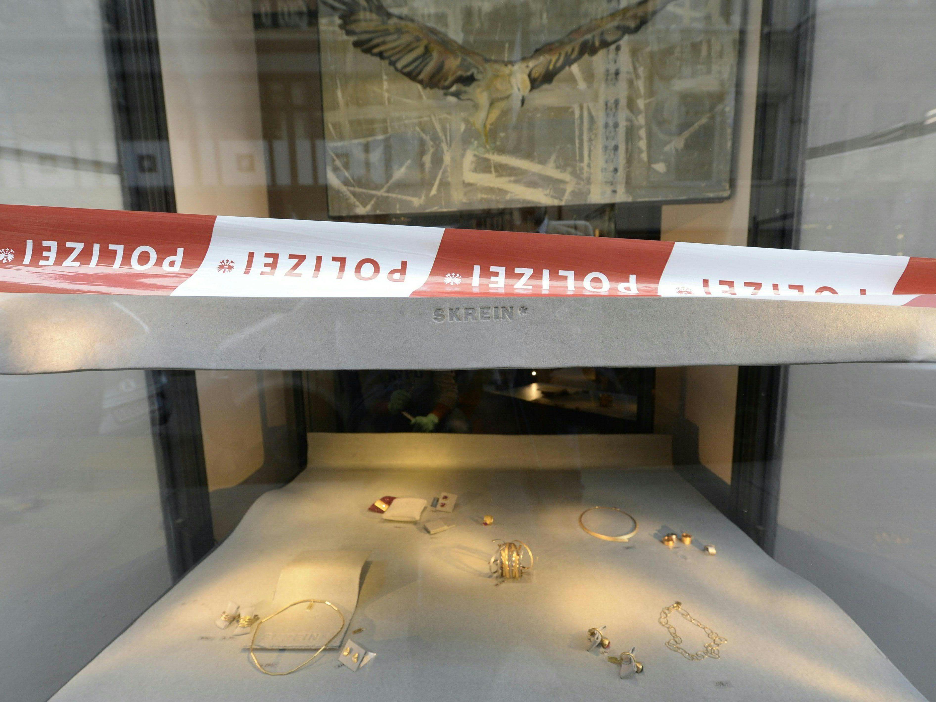 Juwelier Skrein in Wien ausgeraubt: Täter zertrümmerten Vitrinen