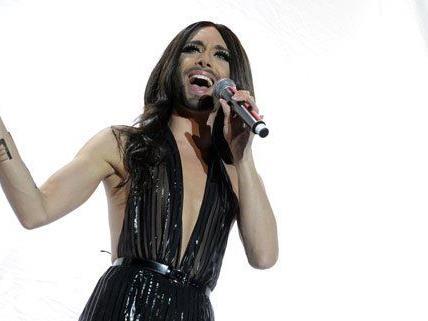 """Conchita Wurst präsentiert ihre neue Single """"Heroes""""."""