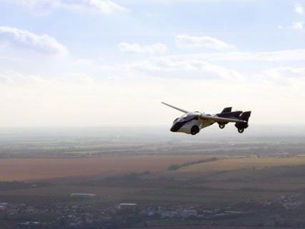 AeroMobil 3.0 beim Pioneers Festival vorgestellt