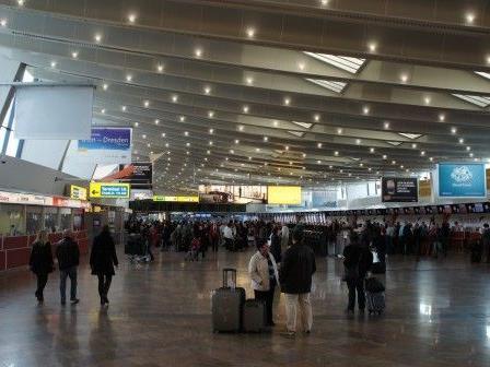 Unter anderem wird am Flughafen Wien-Schwechat über Ebola und MERS informiert