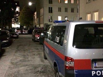 Großaufgebot der Polizei in der Nacht auf Freitag in Hetzendorf.