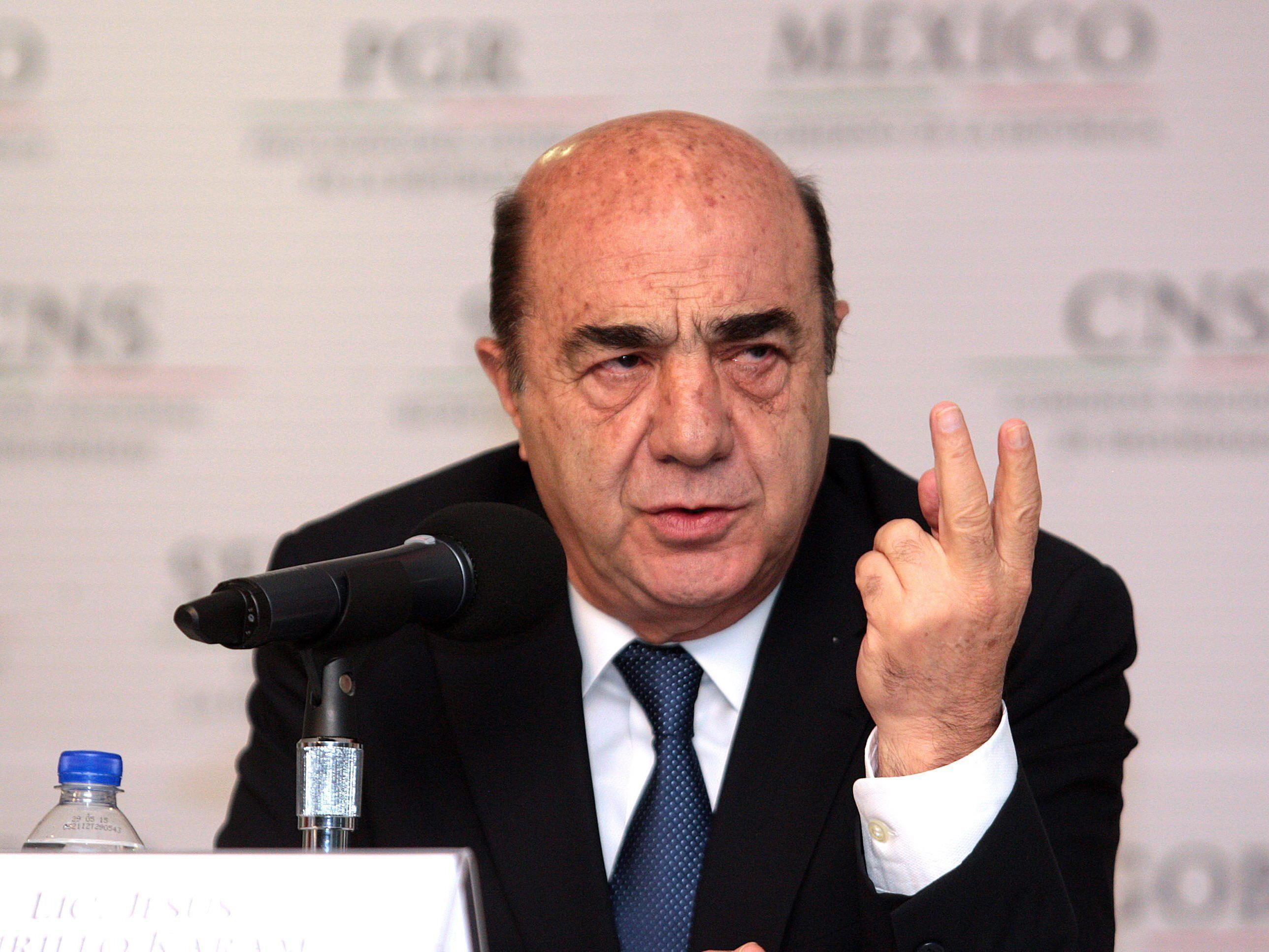 Jesus Murillo Karam sagt der Bürgermeister habe die Polizei zur Gewalt angewiesen.