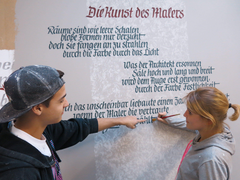 Auch Decorationsmalerei lernen Lukas und Katharina im Malerbetrieb Klocker.