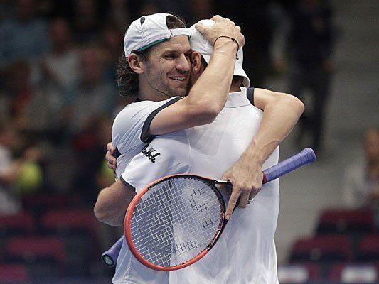 Jürgen Melzer (AUT, R) und Philipp Petzschner (GER) gewinnen gegen gegen Julian Knowle (AUT) und Andre Begemann (GER) im Finale im Doppel anl. des Erste Bank Open Tennisturniers