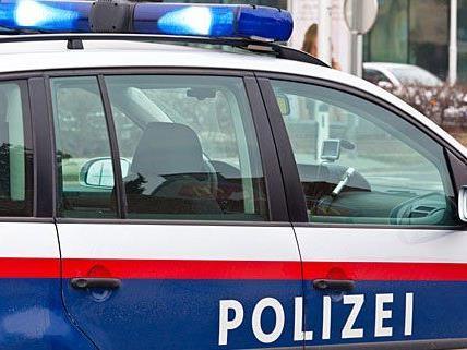 Die Polizei sucht nach Täter und Tatwaffe.