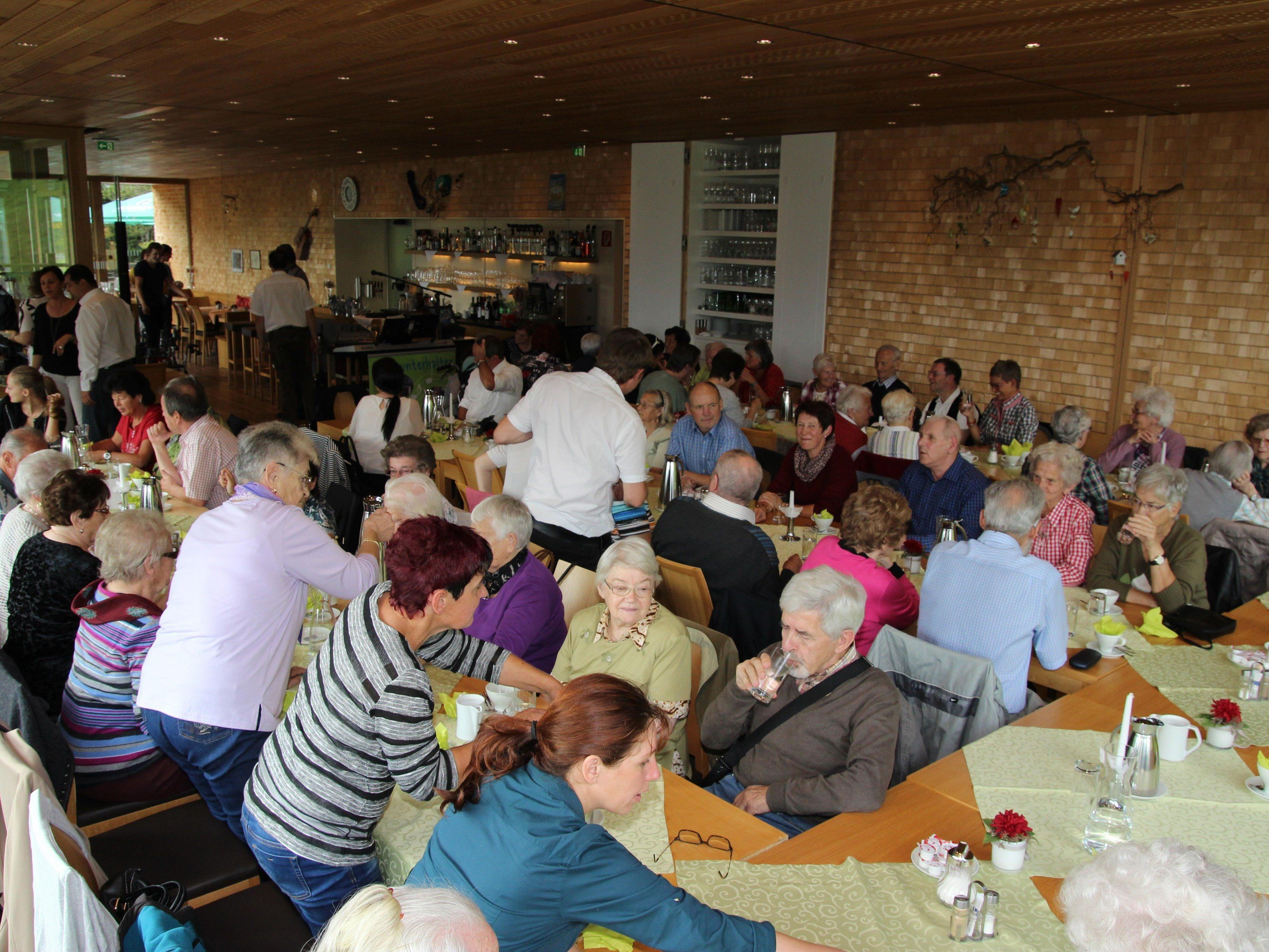 """In der """"Alpenrose"""" im Dornbirner Ebnit wurden die Senioren kulinarisch verwöhnt."""