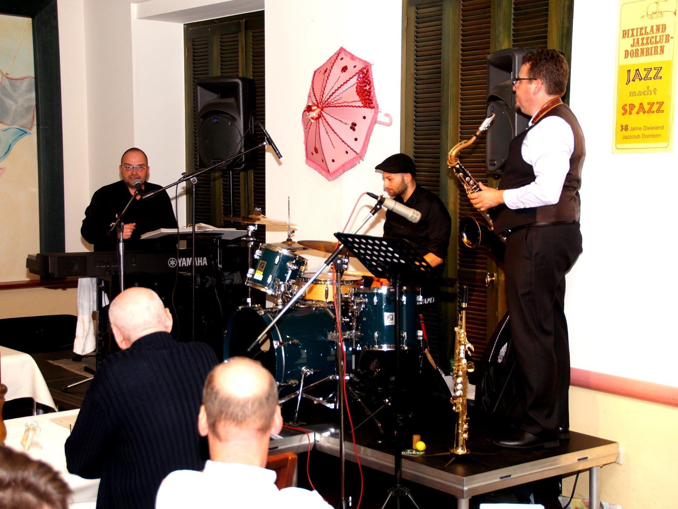 Thomas Stelzer Trio jazzte im Piazza