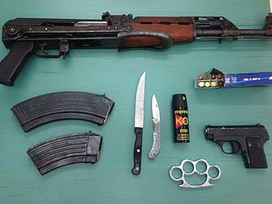 Sichergestellte Waffen samt Munition