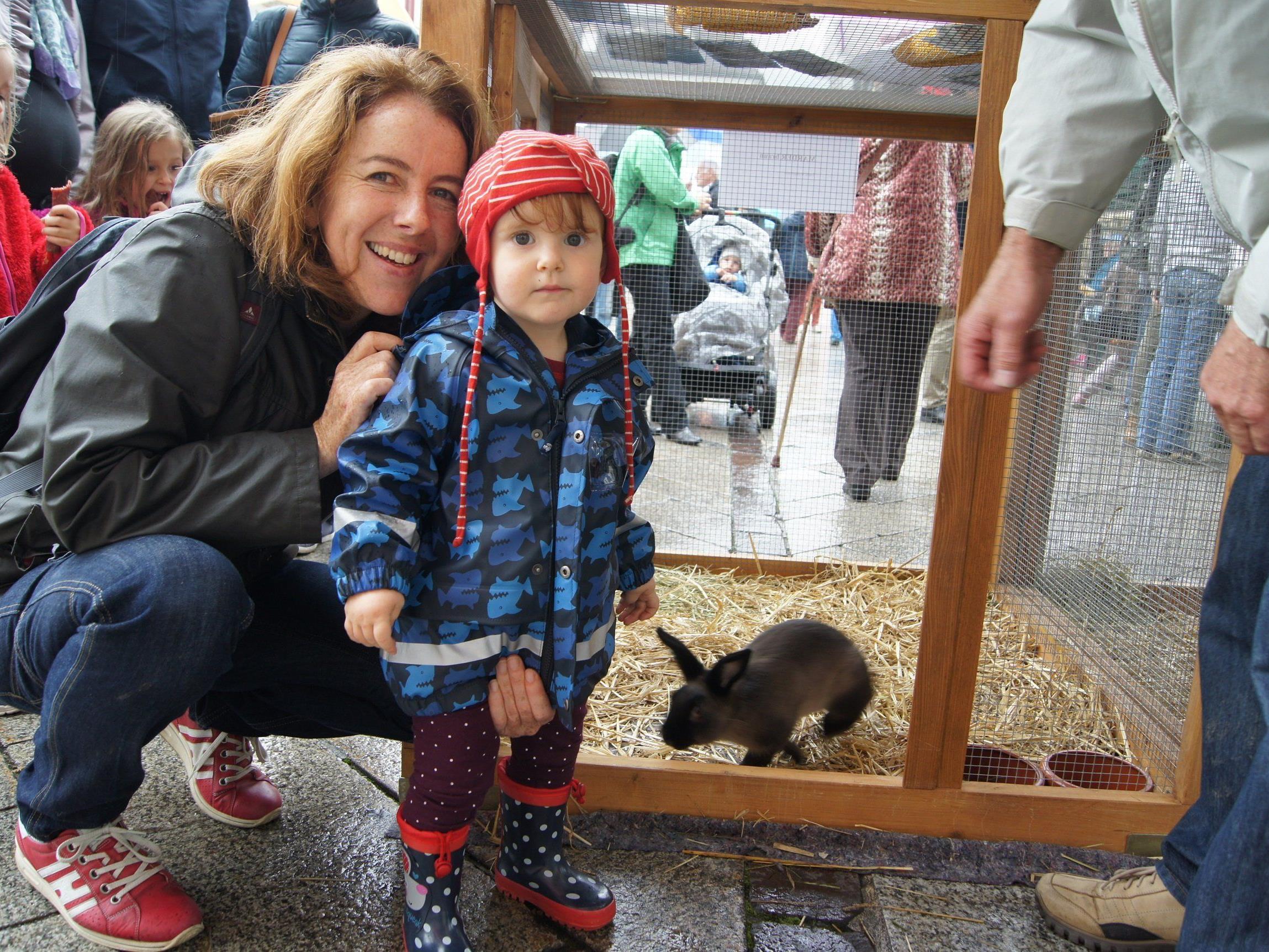 Olivia war am Samstag mit ihrer Mama Sabine auf dem Marktplatz.
