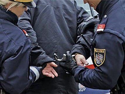 Einer der Männer wurde verhaftet.
